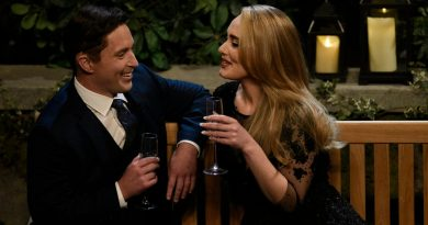 'SNL' host Adele sings in 'Bachelor' spoof, jokes about weight loss